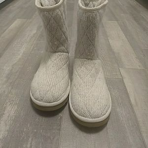 Size 7 Quilted short Cream colored UGGs